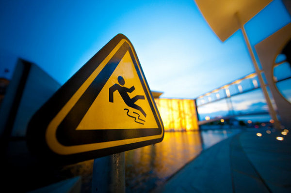 Slippery Steps: Image is warning sign of slipping on ice.